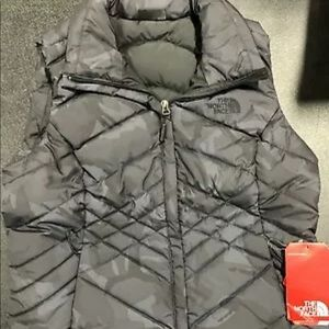 NWT- north face vest